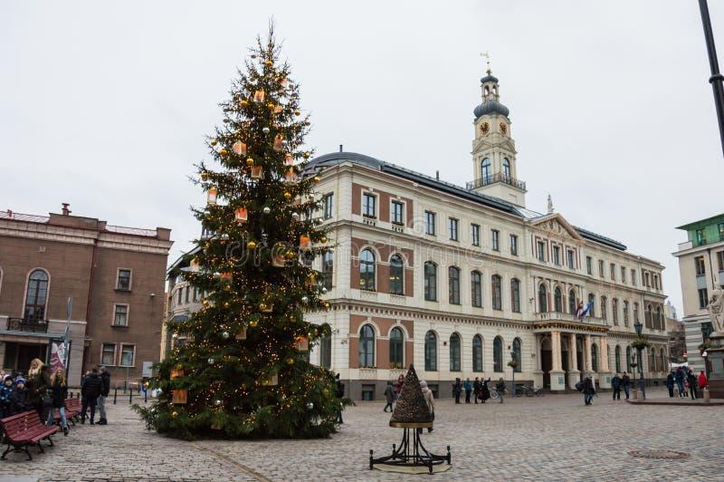 Cidade Hall Square na cidade velha de Riga, Letónia imagens de stock