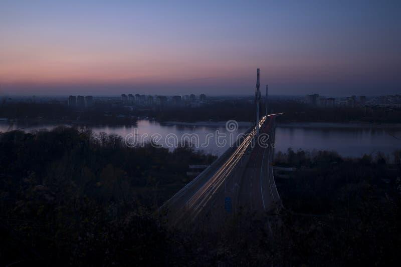 A cidade ilumina o escurecimento imagens de stock royalty free