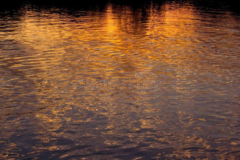 A cidade ilumina reflexões fotografia de stock royalty free