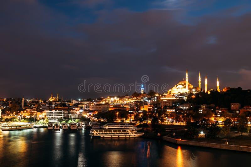 Cidade Istambul da noite Paisagem da noite de Istambul Opini?o da noite da cidade Torre de Galata, distrito da ponte de Galata, d fotos de stock