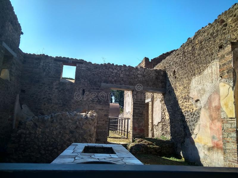 A cidade italiana antiga de Pompeii destruiu por um vulcão fotografia de stock