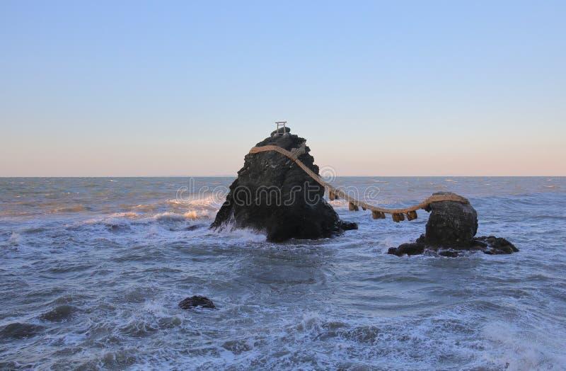 Cidade Japão de Ise da paisagem do santuário da rocha de Meotoiwa fotografia de stock