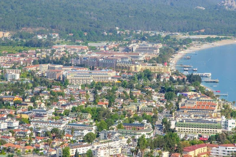 Cidade Kemer na opinião superior de Turquia e de mar Mediterrâneo imagem de stock