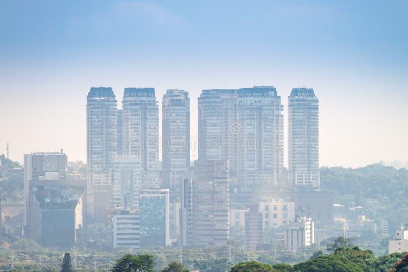 A cidade a mais grande da opinião de Sao Paulo em latino-americano foto de stock