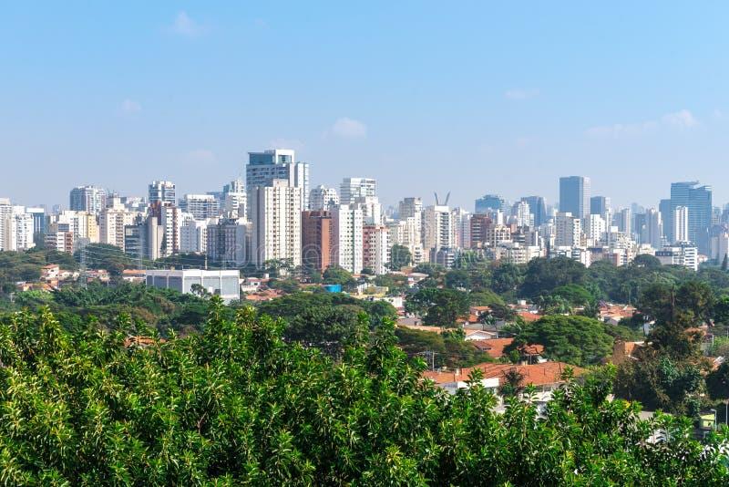 A cidade a mais grande da opinião de Sao Paulo em latino-americano fotos de stock