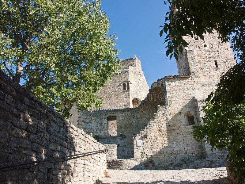 Cidade medieval de Le Poeta Laval Drome France imagens de stock
