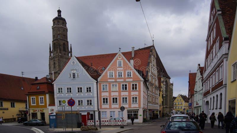 Cidade medieval de Noerdlingen com torre de igreja fotografia de stock royalty free
