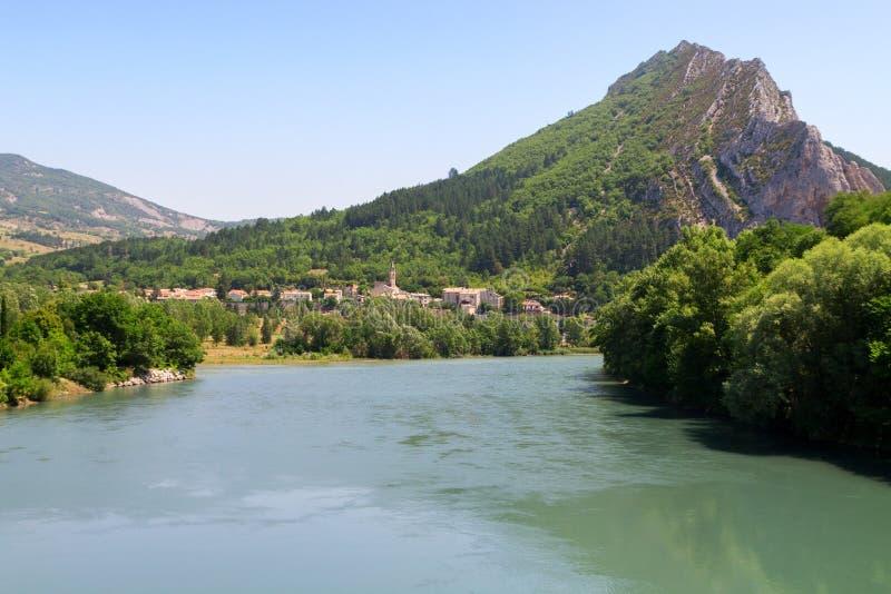 Cidade medieval encantador de Sisteron na província Alpes-de-Haute-p fotos de stock royalty free