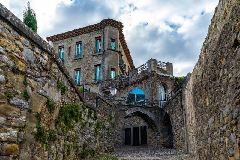 Cidade medieval fortificada de Carcassonne em França foto de stock