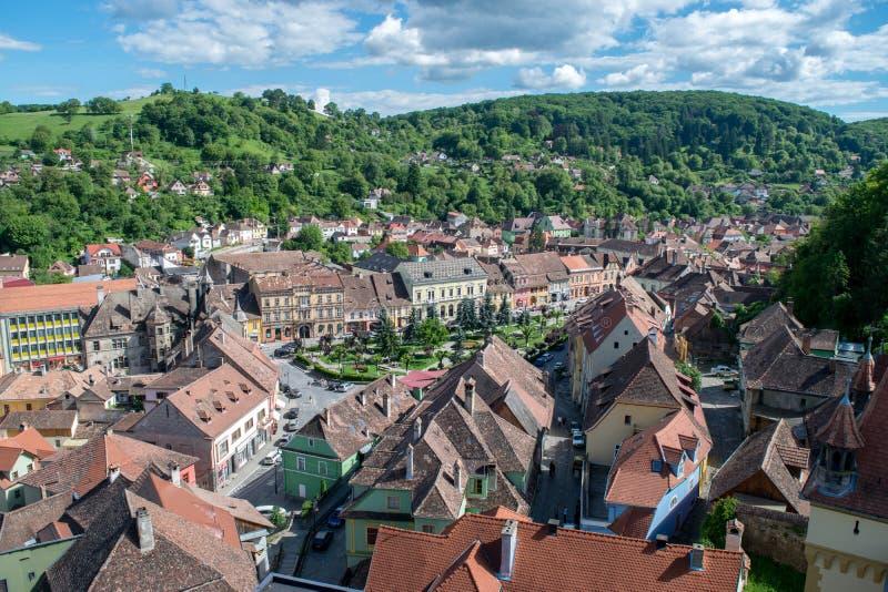 Cidade medieval vista da torre de pulso de disparo, a Transilvânia de Sighisoara, Romênia fotos de stock royalty free