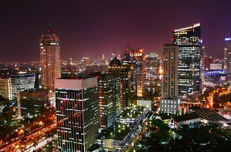 Cidade moderna da noite imagem de stock