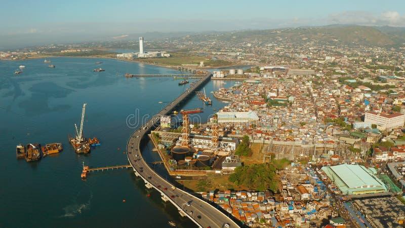 Cidade moderna de Cebu com arranha-céus e construções, Filipinas foto de stock royalty free