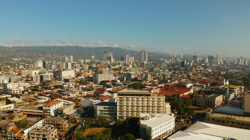 Cidade moderna de Cebu com arranha-céus e construções, Filipinas foto de stock