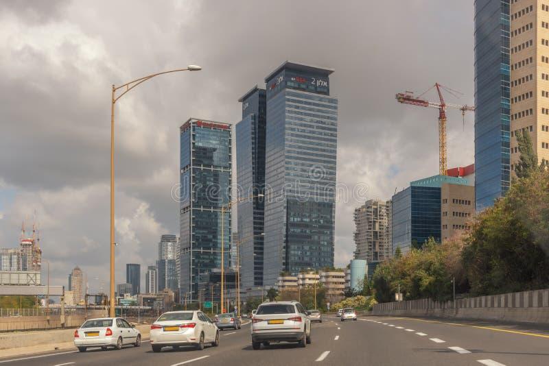 Cidade moderna do Médio Oriente Tel Aviv, a capital de Israel Arquitetura moderna Paisagem da cidade Transporte, tráfego da rua, imagens de stock royalty free