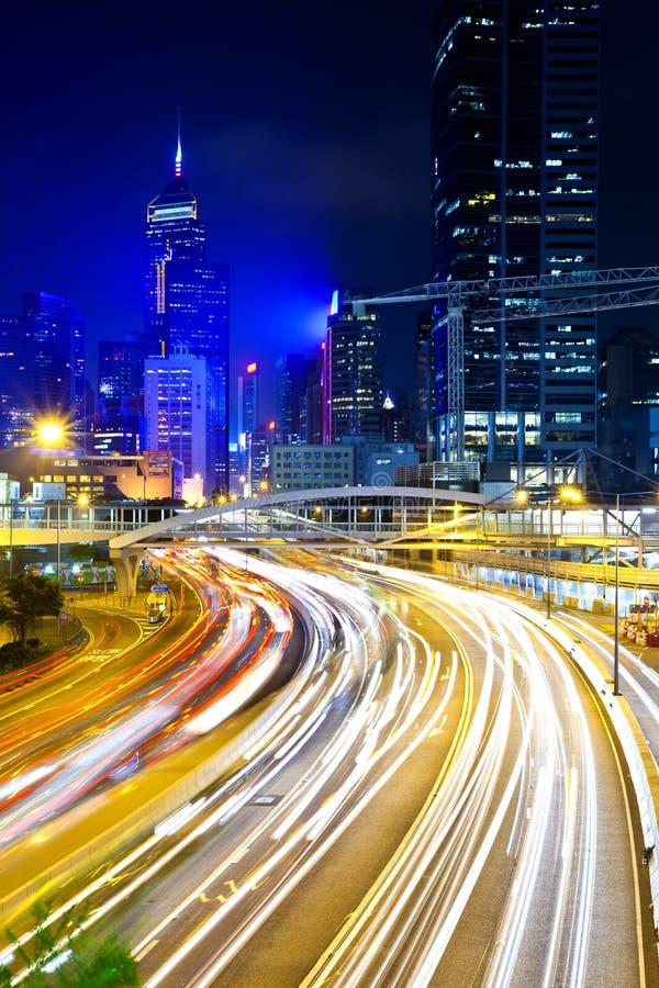 Cidade moderna na noite imagem de stock