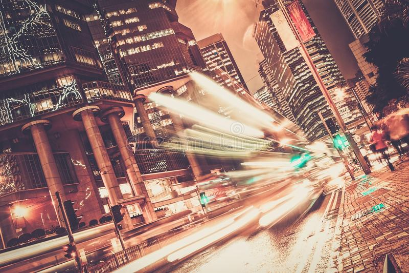 Cidade moderna na noite fotos de stock