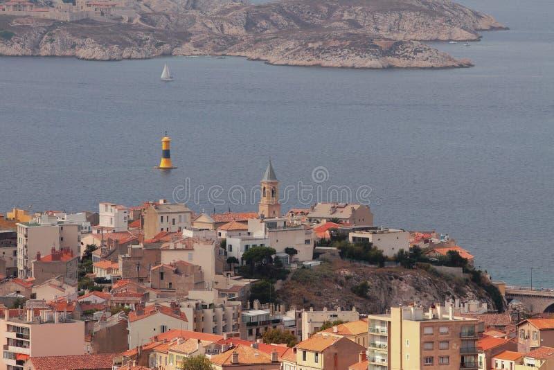 Cidade na costa do golfo do mar Marselha, France foto de stock royalty free