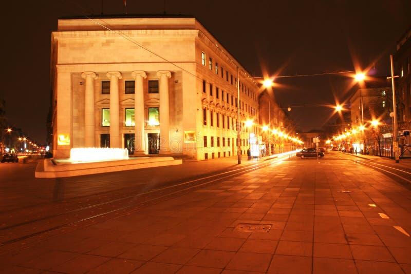 Download Cidade na noite imagem de stock. Imagem de luzes, água - 538475