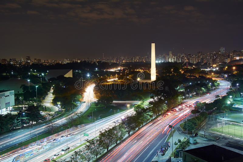 Cidade na noite, Brasil de Sao Paulo imagens de stock royalty free