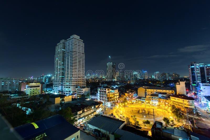 Cidade na noite - Manila, Filipinas fotografia de stock