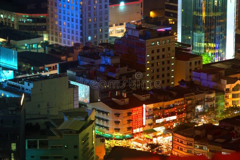 Cidade na noite - Manila, Filipinas imagem de stock
