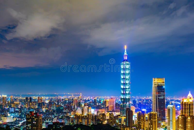 Cidade na noite, Taiwan de Taipei fotos de stock royalty free