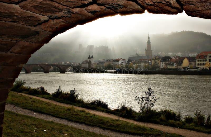 Download Cidade no arco imagem de stock. Imagem de castelo, europa - 540493