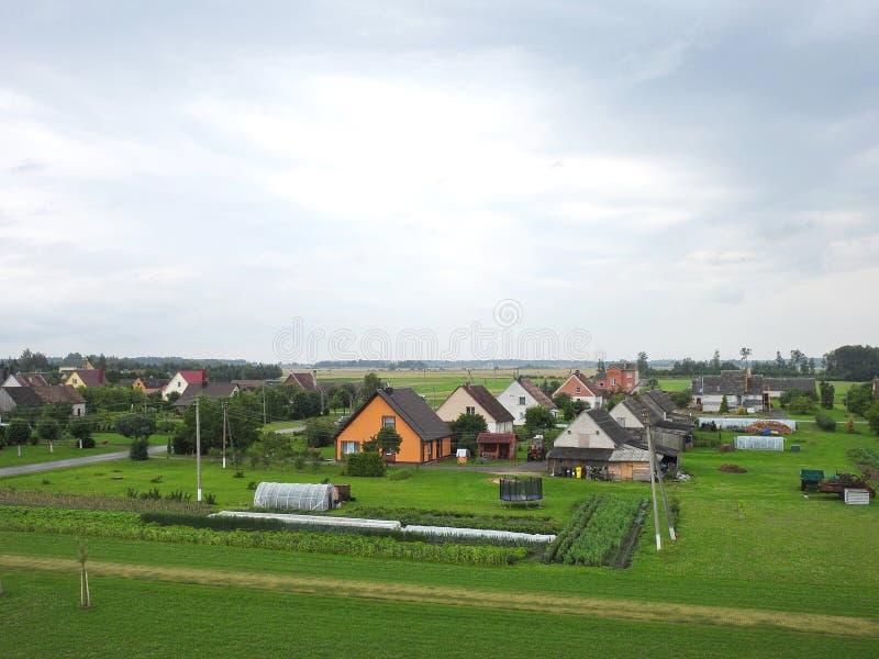Cidade no verão, Lituânia de Naisiai imagens de stock royalty free
