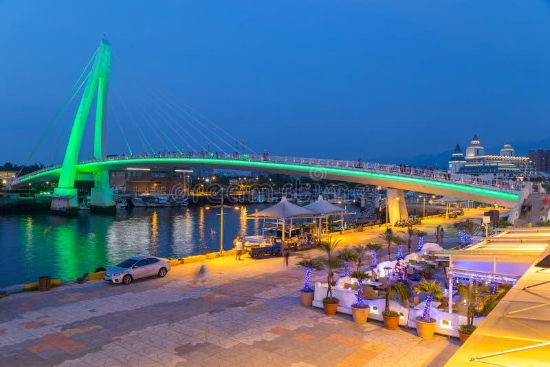 Cidade nova de Taipei, Taiwan - cerca do agosto de 2015: Ponte do amante de Tamsui na cidade nova de Taipei, Taiwan no por do sol imagens de stock