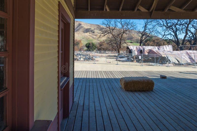 Cidade ocidental do rancho de Paramount destruída pelo incêndio violento fotos de stock royalty free