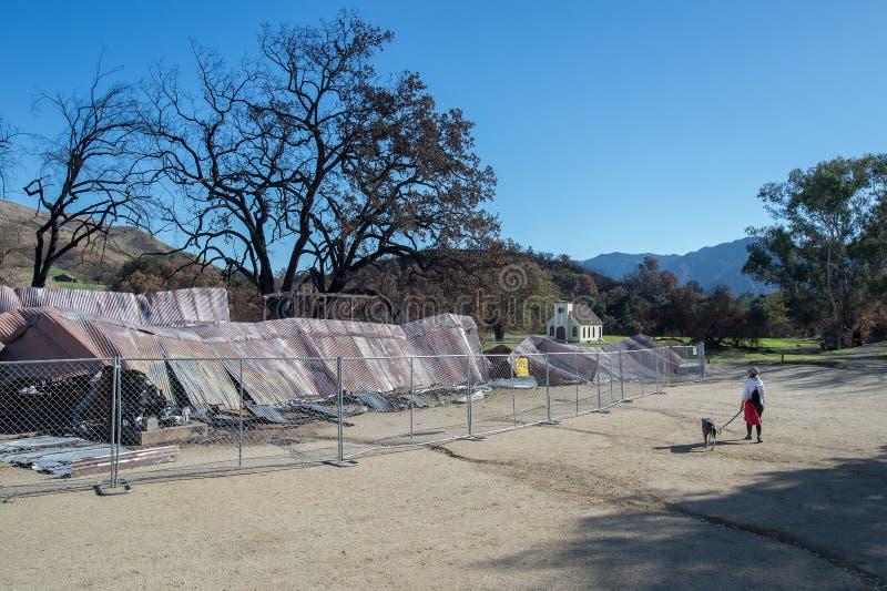 Cidade ocidental do rancho de Paramount destruída pelo incêndio violento fotografia de stock