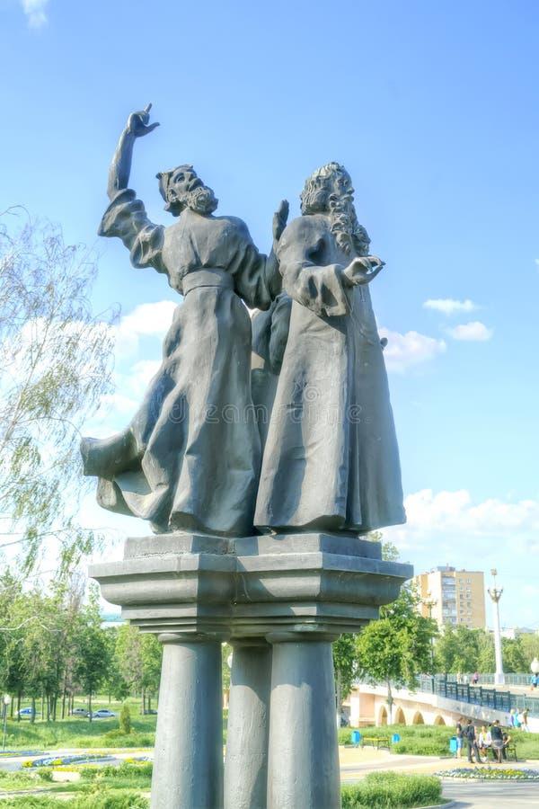 Cidade Oryol Esculturas dos personagens do escritor Nikolai Lesko fotos de stock royalty free