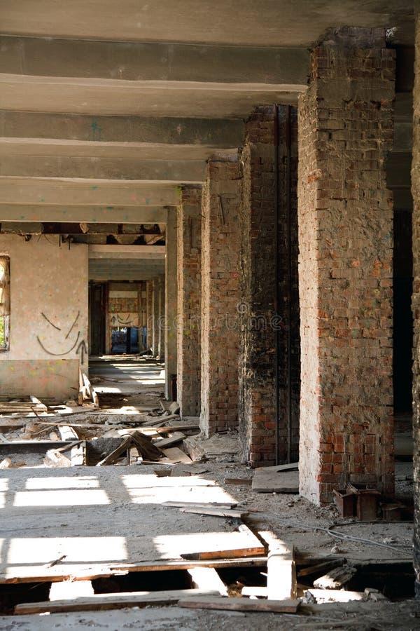 Cidade perdida. Construção abandonada imagem de stock royalty free