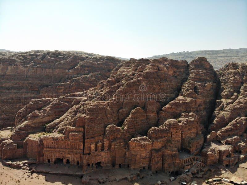 Cidade perdida no deserto Cidade antiga de surpresa de PETRA com grandes túmulos e tal história inspirador Heritrage do mundo do  fotografia de stock