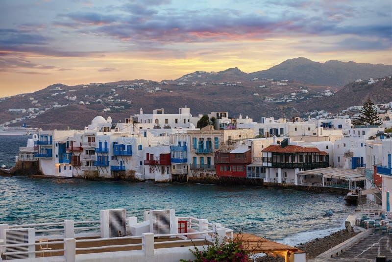 A cidade pitoresca da ilha de Mykonos nos Cyclades em Grécia fotos de stock