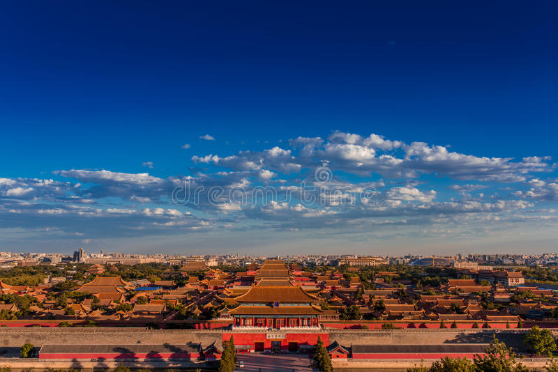 A Cidade Proibida sob o céu azul fotografia de stock