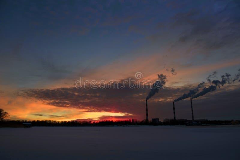Cidade provincial do por do sol da mola em Rússia imagem de stock royalty free