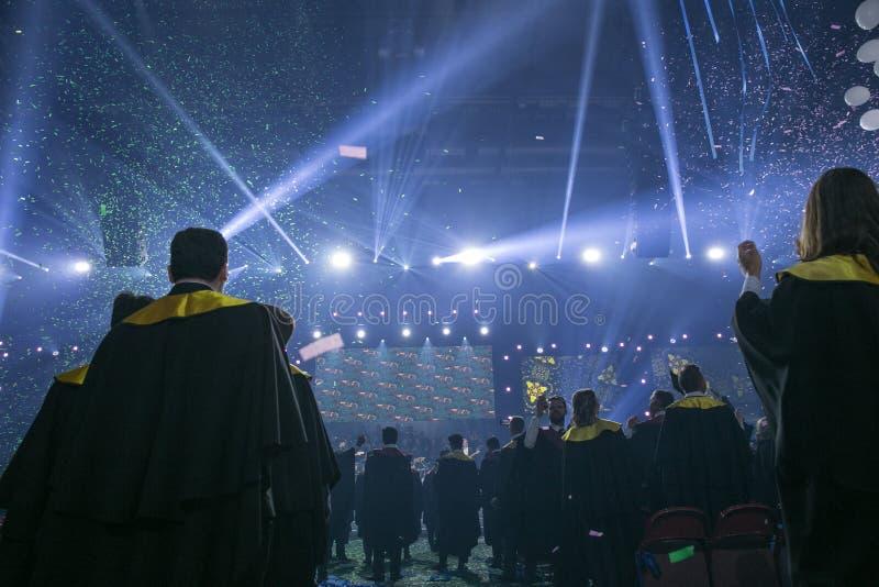 Cidade Riga, rep?blica let?o A cerimônia de graduação, estudantes novos comemora a graduação no salão 20 06 2019 fotos de stock royalty free