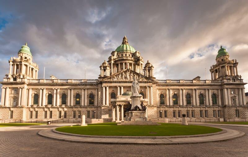 Cidade salão de Belfast fotos de stock