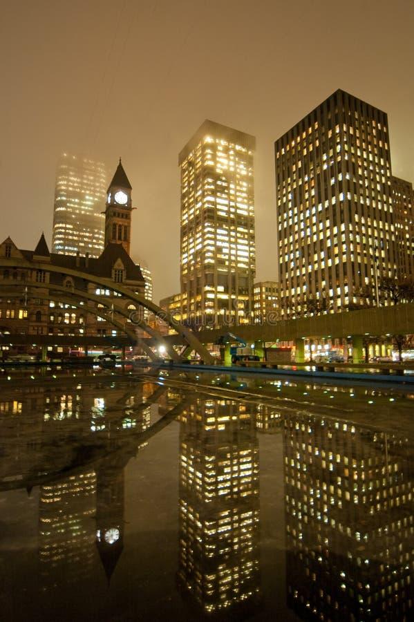 Cidade salão de Toronto na noite fotos de stock