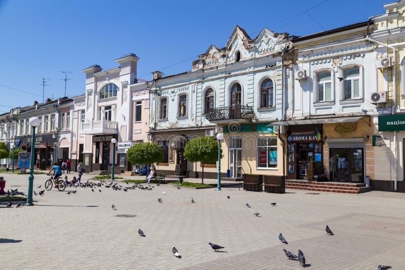 Cidade Sumy, Ucrânia Rua da cidade velha foto de stock