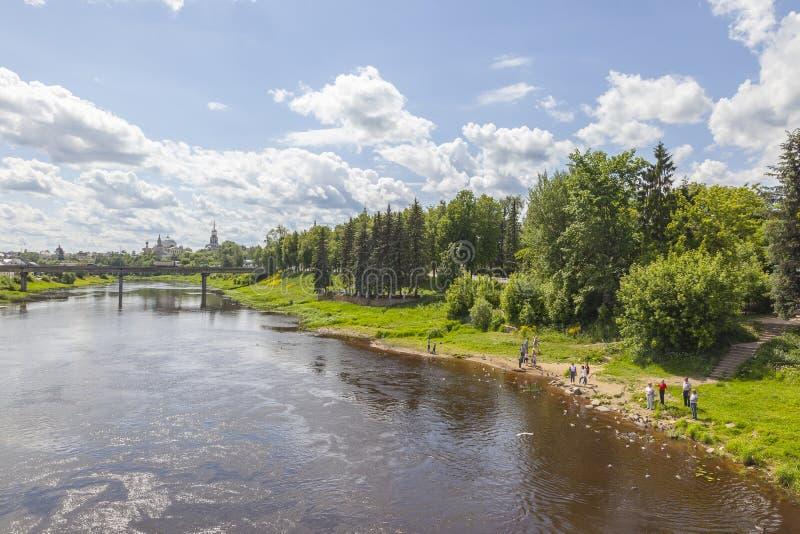 Cidade Torzhok cityscape embankment fotos de stock royalty free