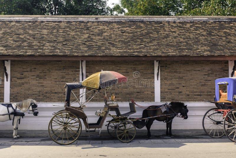 Cidade tradicional do lampang do transporte ao norte de Tailândia fotos de stock royalty free