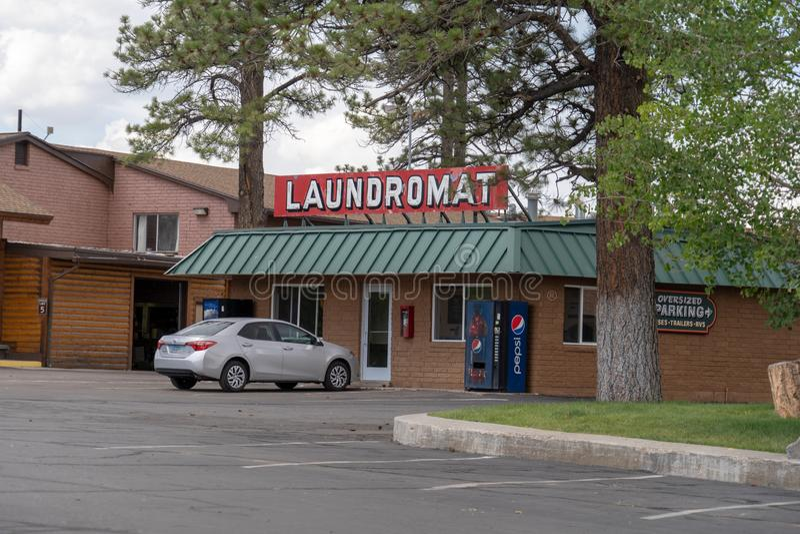 CIDADE UTÁ DA GARGANTA DE BRYCE: A lavagem automática na pensão de Best Western do rubi em Bryce Canyon National Park permite a v imagens de stock