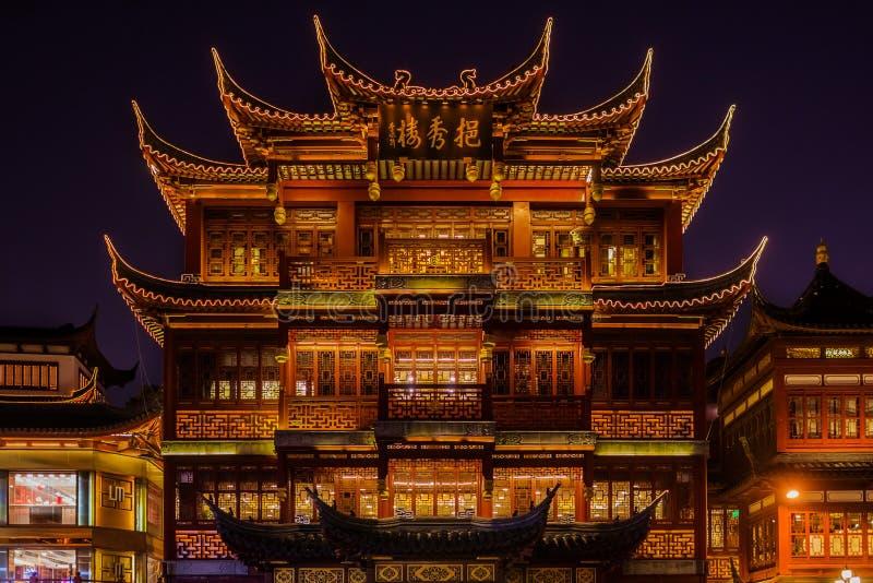 Cidade velha antiga de Fang Bang Zhong Lu da casa de chá na noite shanghai imagens de stock