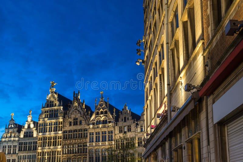 Cidade velha Antuérpia Bélgica na noite fotos de stock