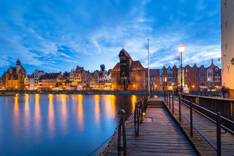 Cidade velha bonita em Gdansk sobre o rio de Motlawa no crepúsculo, Polônia fotos de stock royalty free