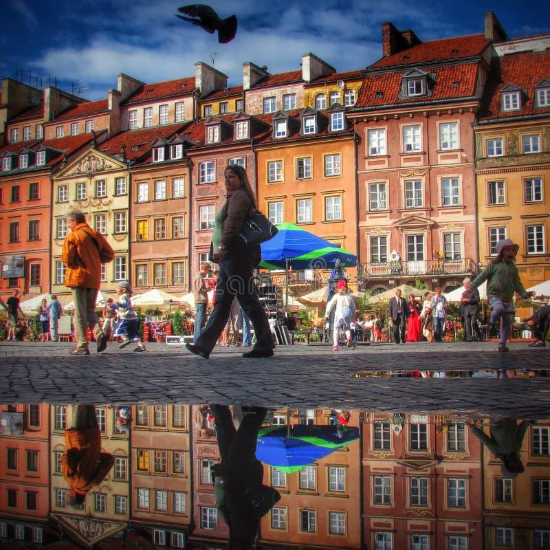 Cidade velha brilhante e colorida de Varsóvia foto de stock