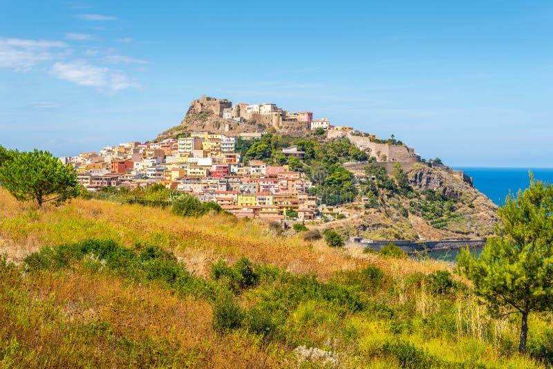 Cidade velha Castelsardo com fortaleza foto de stock