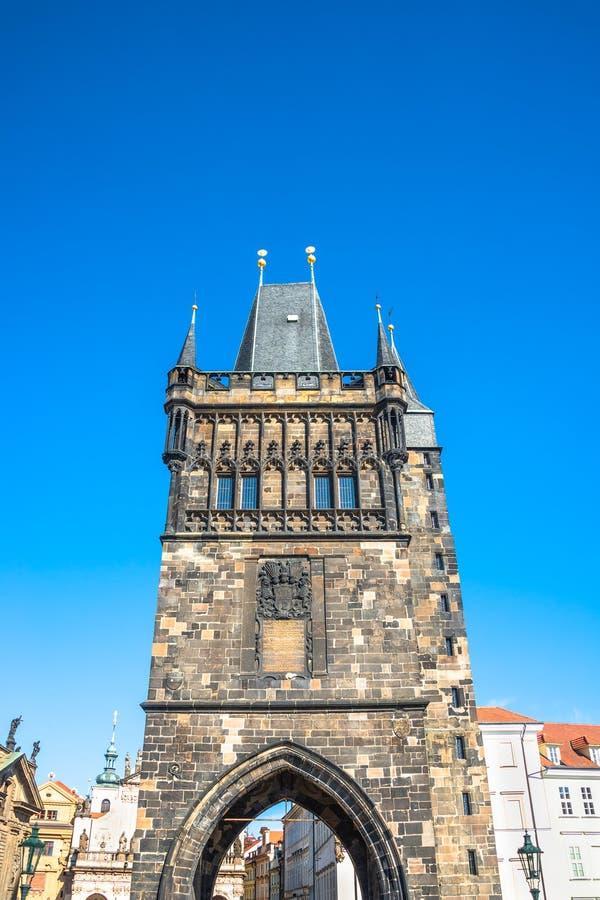 A cidade velha Charles Karluv a maioria de torre da ponte arqueou a entrada no PR imagem de stock